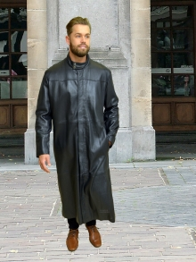 Higgs Leathers ONE ONLY SAVE £100! Mathias (extra long Black Leather coats for men)